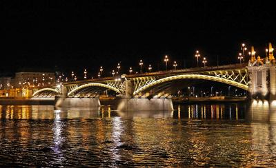 Budapest bei Nacht (4) . . . .