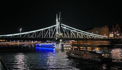 Budapest bei Nacht (5) . . . .