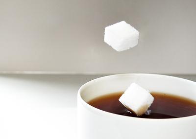 Zucker im Kaffee/Tee ---