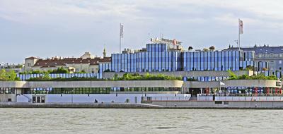 Wien - bekanntes Verwaltungsgebäude . . . .
