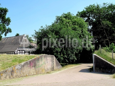Niedersachsenhaus hinterm Deich