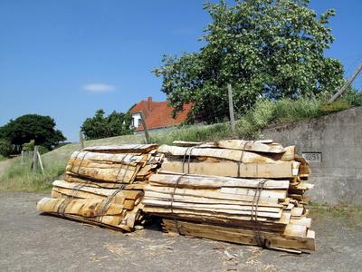 Holzstapel abfuhrbereit