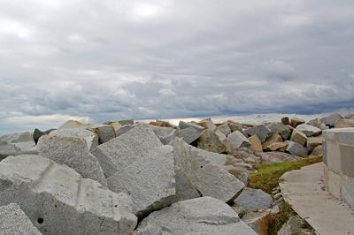 Sassnitz - Mole zum Leuchtturm - Felsenaufschüttungen