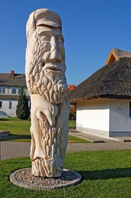 Breege (Rügen) - Holzskulptur am Hafen