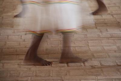 Eine alte Chiquitana tanzt in San Ignacio de Velasco / Bolivien