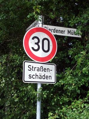Achtung - 30 Kmh