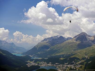 Paraglider über St. Moritz . . . .