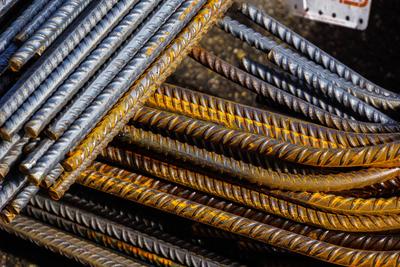 Eisenstäbe für Betonierarbeiten