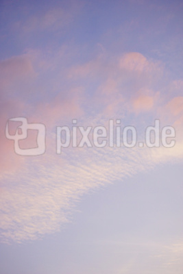 Abendhimmel - Lila Wolken
