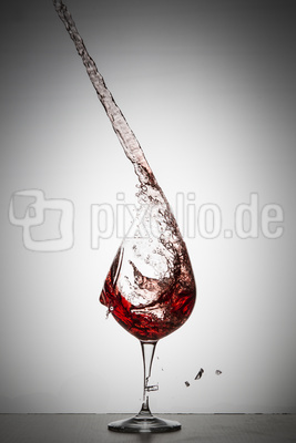 Rotweinglas gebrochen