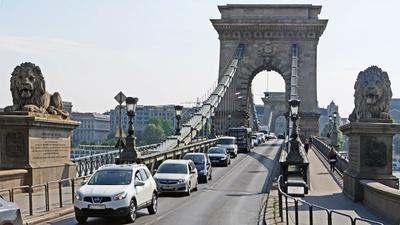 Budapest - Stau auf der Kettenbrücke
