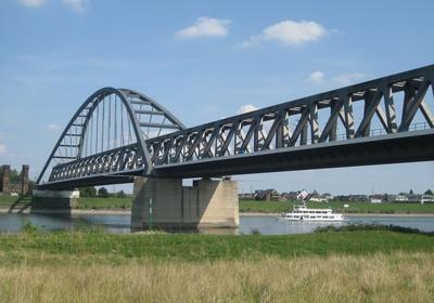 Eisenbahnbrücke zwischen Neuss und Düsseldorf