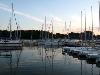 Hafen von Mikolajki am Abend