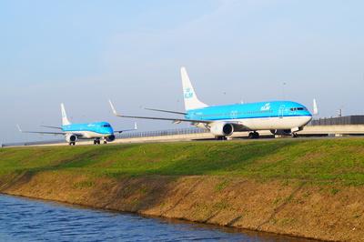 KLM Maschinen rollen zum Terminal