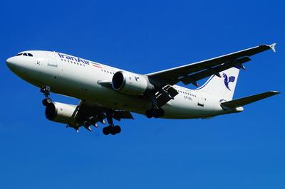 Airbus A 310-300 landet
