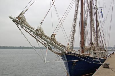 Rostock - Segelschiff »Santa Barbara Anna« im Stadthafen