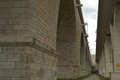 parallele Autobahnbrücken