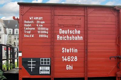 Rostock - Historische Eisenbahn-Fahrzeuge am Stadthafen