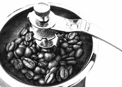 Kaffeemühle mit Kaffeebohnen