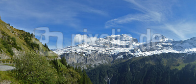 September-Schnee in den Bergen