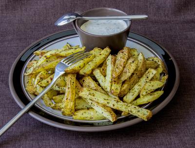 Kartoffelsticks mit Dip