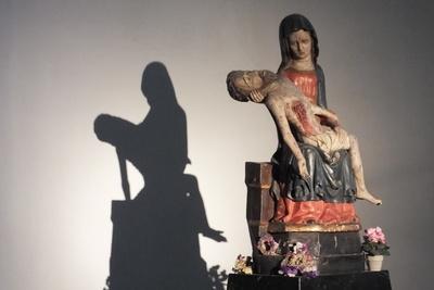Pieta und Schatten