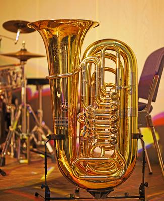 Tuba im Ständer