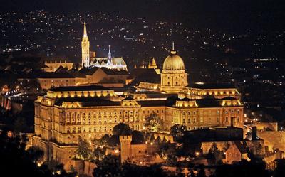 Budapest - Königspalast angestrahlt , . . . .