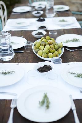 Schön eingedeckter Tisch in Spanien