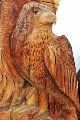 Adler aus Holz geschnitzt
