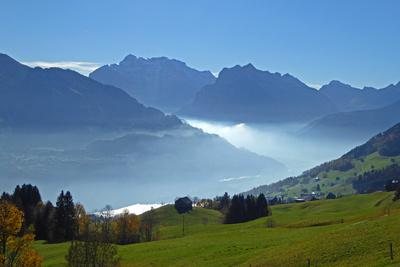 Herbst-Silhouette: Glarner Alpen
