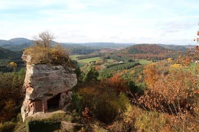 blick von der burgruine drachenfels ...rheinlandpfalz