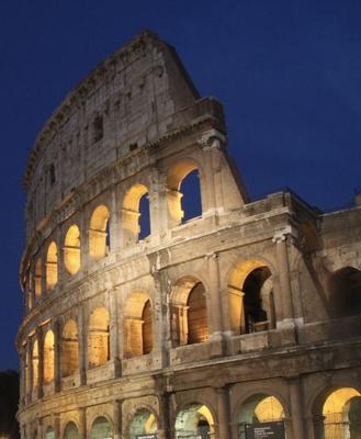 Kolosseum in Rom zur blauen Stunde
