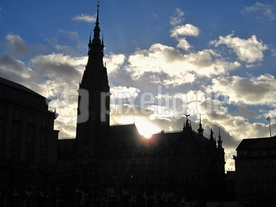 Sonnenuntergang am Hamburger Rathaus