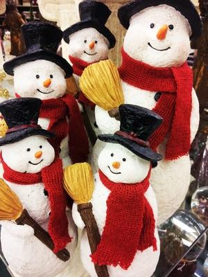 Schneemänner als Weihnachtsdeko-Figuren