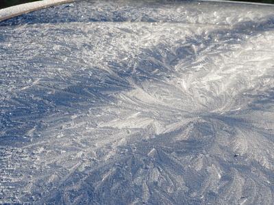 winterliches design einer motorhaube