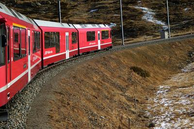 Bernina-Express in Richtung Passhöhe