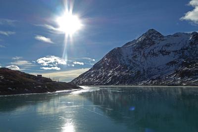 Lago Bianco mit hauchdünner Eisfläche