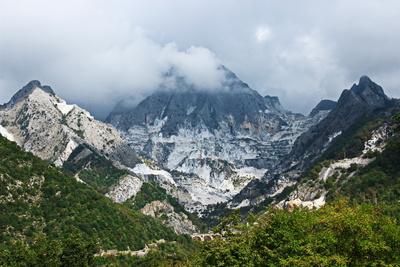 weiße Marmorberge in Carrara