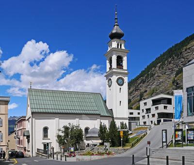 Die schmucke Dorfkirche . . . .
