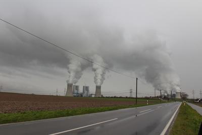 Braunkohlelraftwerke bei der Arbeit