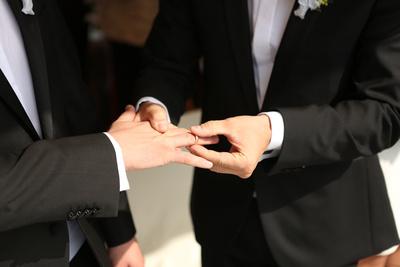 Hände Brautpaar 2