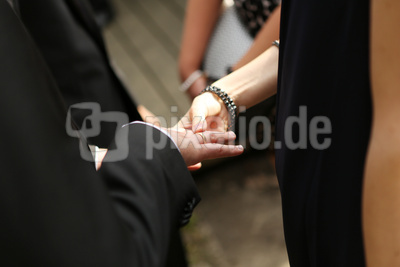 Hände Brautpaar 3