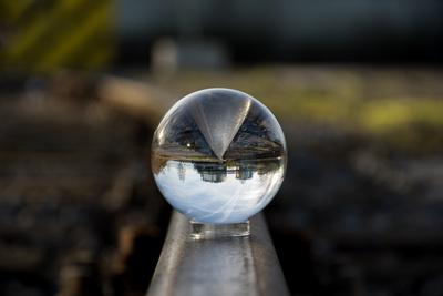 Spiegelung in Glaskugel 2