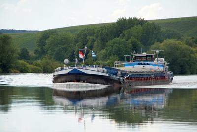 Frachtschiff , Main