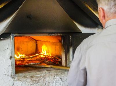 Pizzabacken im Holzbackofen