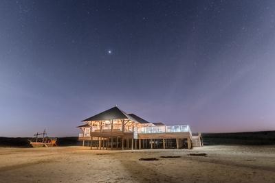 Strandkneipe in der Nacht