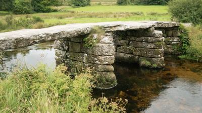 Steinzeitliche Brücke im Dartmoor