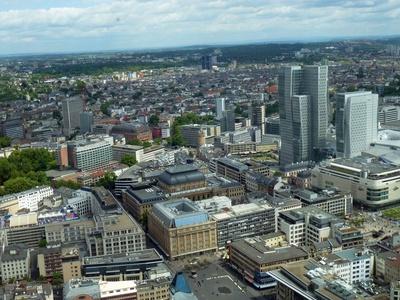 Blick auf Frankfurts kleine Hochhäuser