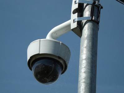 Videokamera an einem Mast